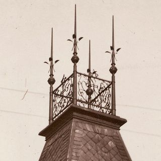 Ending of the tower of the house No. 383, around 1920