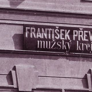 Advertising sign on the house No. 72, around 1910