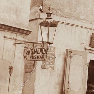 Advertising signs on the houses No.22 and 38, around 1920